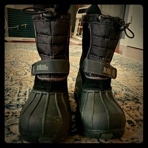 Boys totes snow boots size 13